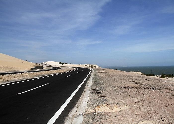 Con đường ven biển Bàu Trắng