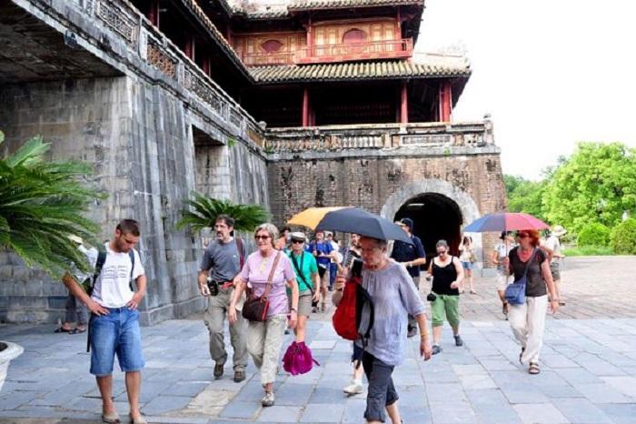 Khách nước ngoài đến du lịch Huế