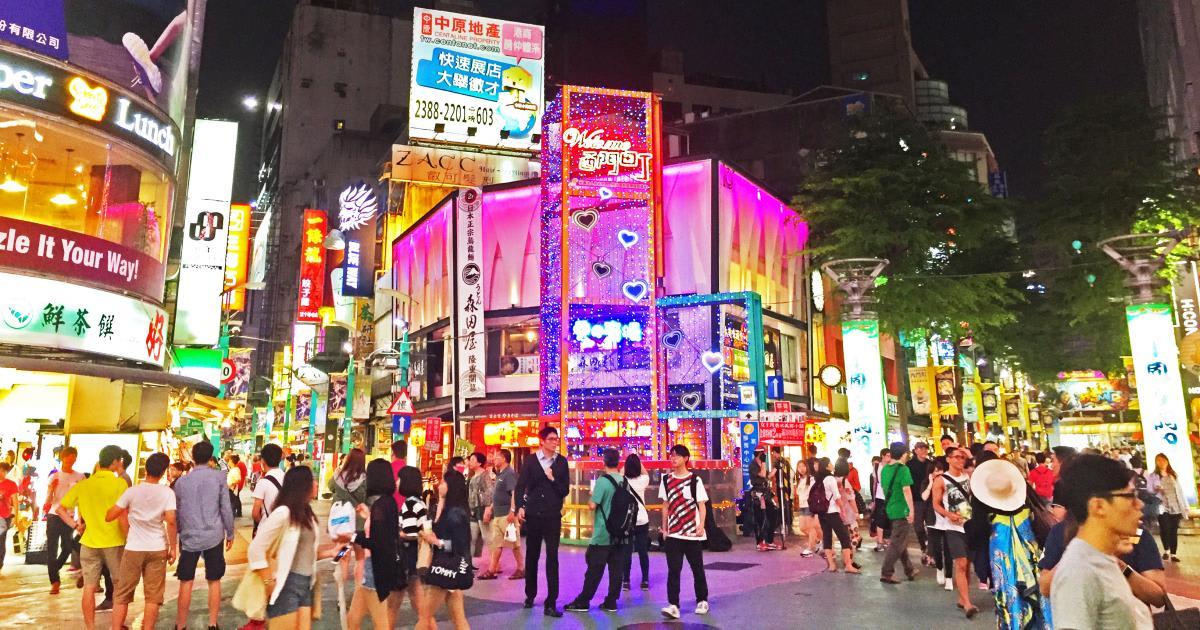 Khu chợ đêm Tây Môn Đình náo nhiệt, đông đúc khách du lịch