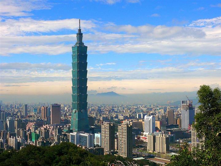 Tòa tháp Taipei 101 cao trọc trời xanh