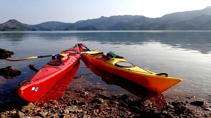 Chèo thuyền kayak trên sông Kwai là một trải nghiệm hết sức thú vị, kinh nghiệm du lịch kanchanaburi