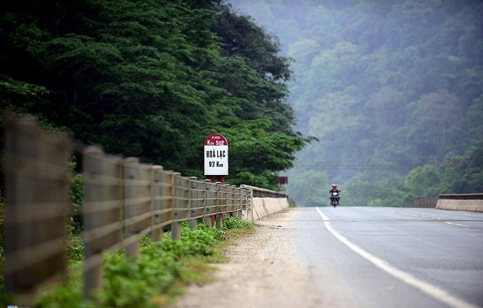 Nhật Lệ cách Hà Nội bao xa