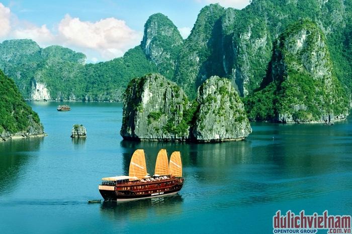 Kinh nghiệm du lịch Hạ Long bằng du thuyền vô cùng thú vị