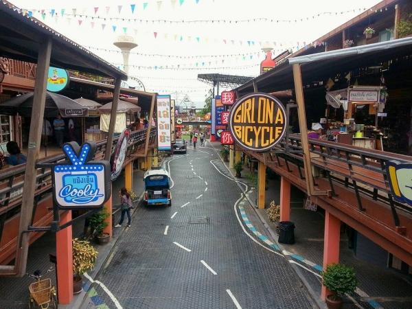 Plearn Wan Shopping Village Thái Lan nhẹ nhàng cổ điển