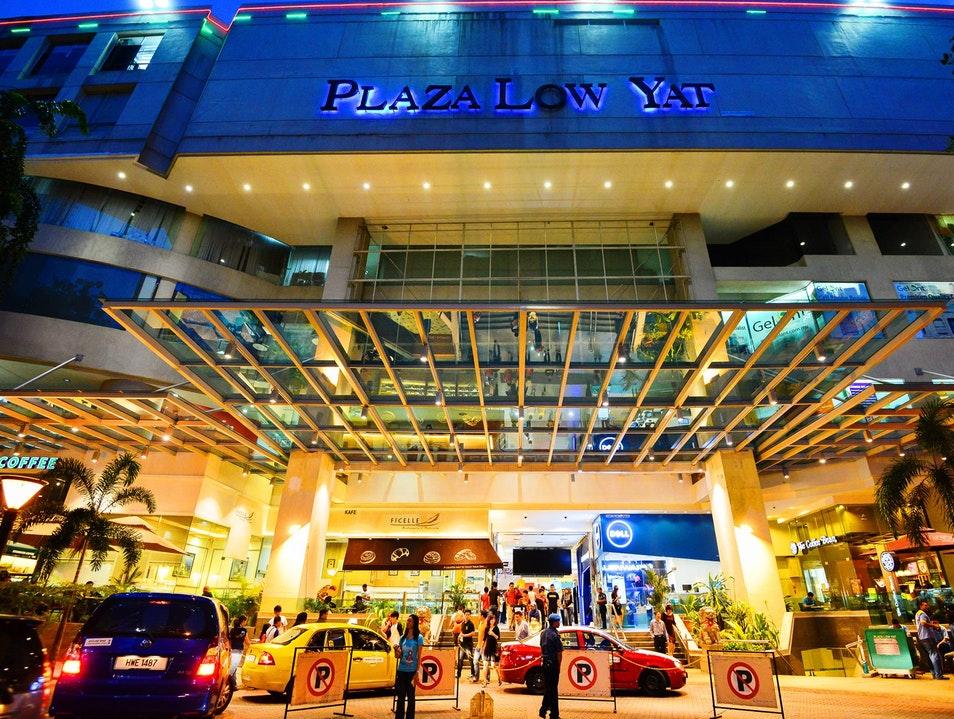 Plaze Low Yat Malaysia, nên mua gì ở malaysia