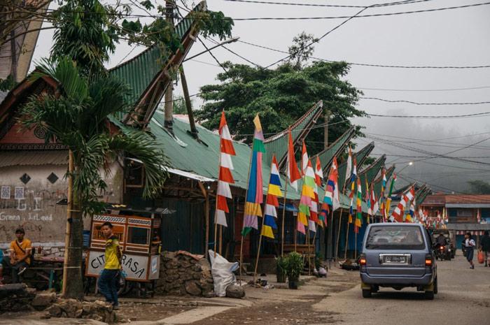 Cách di chuyển đến Tana Toraja tiện nhất là xe bus