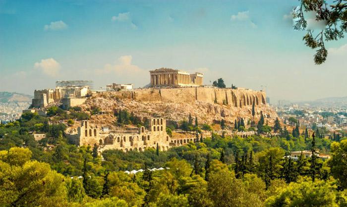 Tốt nhất là bạn nên đi du lịch Athens vào tháng 4 đến tháng 10 bởi tháng 7