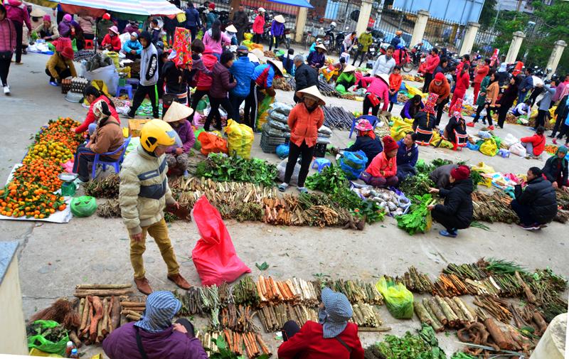 Chợ phiên Bình Liêu thường họp vào các ngày lẻ trong tuần