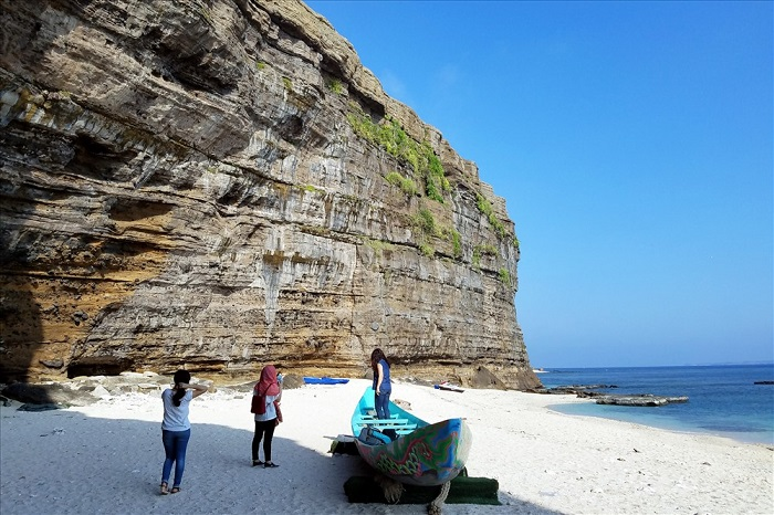 Hang Câu trên đảo Lý Sơn