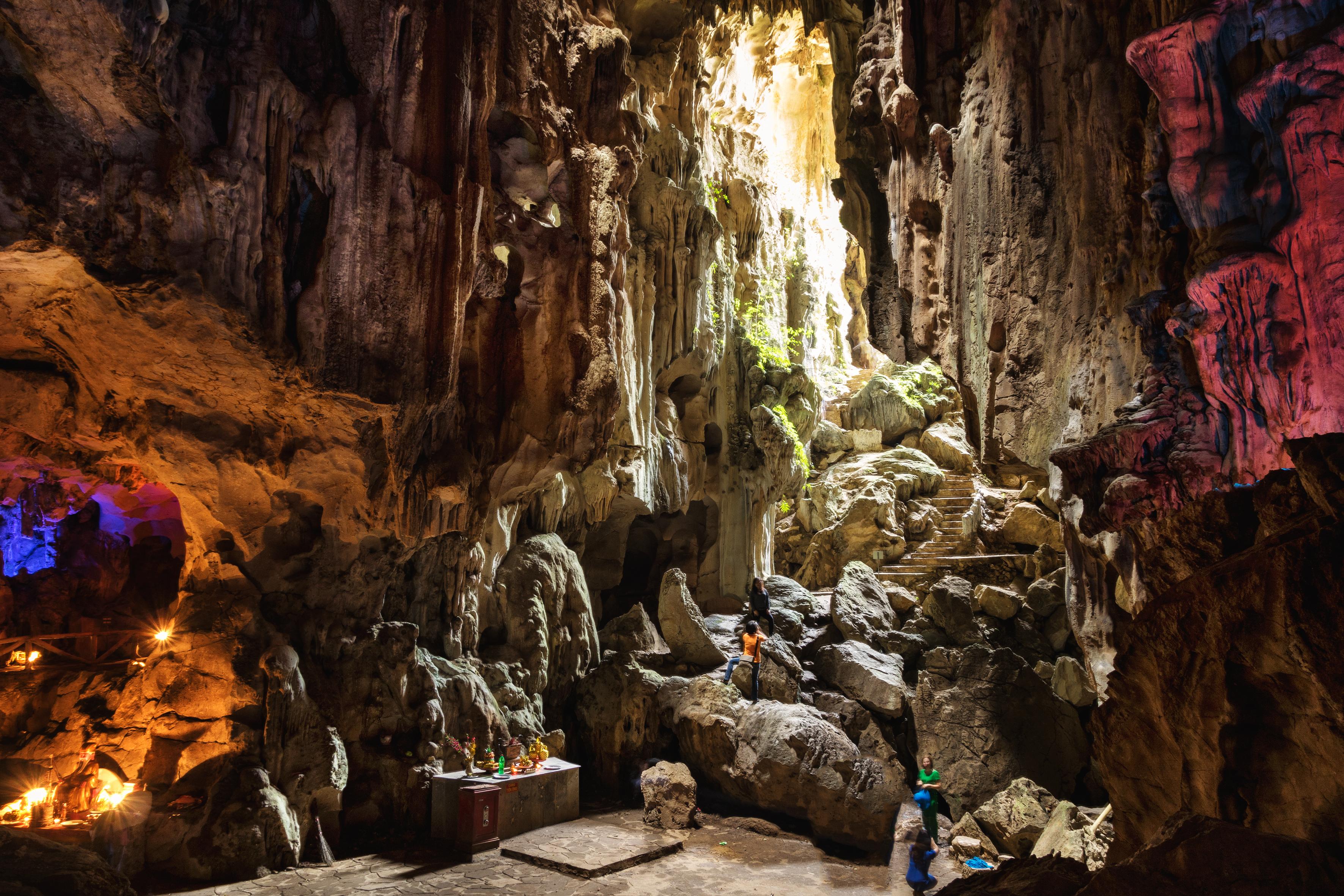 Động Tam Thanh là hang động đẹp và nổi tiếng nhất tại Lạng Sơn