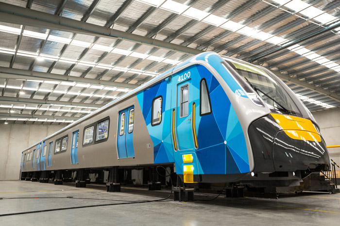 Di chuyển bằng tàu điện ngầm và xe điện