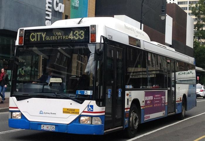 Di chuyển bằng xe buýt