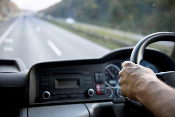 Di chuyển bằng cách thuê xe tự lái