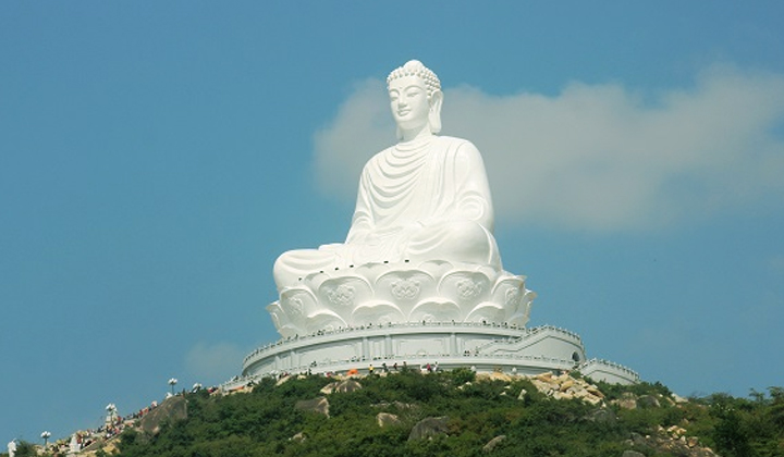Chùa Trung Lương với bức tượng Phật ngồi cao nhất Đông Nam Á