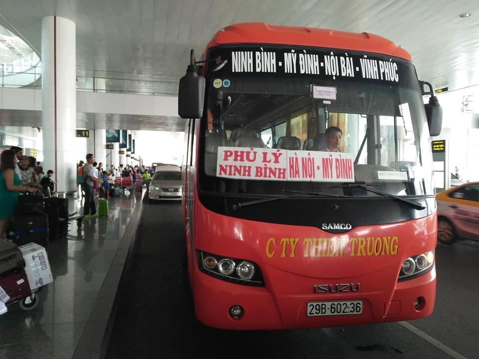 Xe khách là một loại phương tiện phổ biến để di chuyển từ Hà Nội đến Ninh Bình