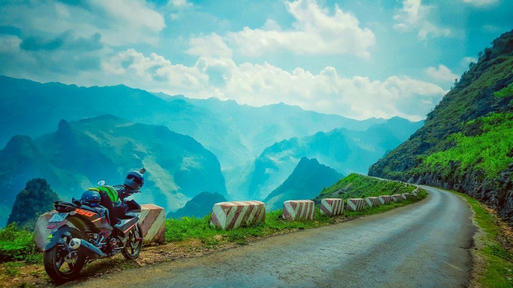 Phượt đèo Mã Pí Lèng bằng xe máy là một trải nghiệm vô cùng thú vị