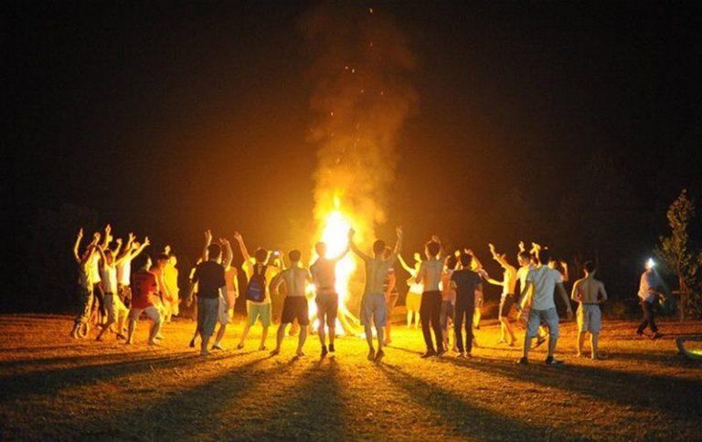 Không nên đốt lửa trại quá lớn