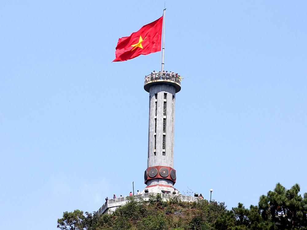 Chinh phục cột cờ Lũng Cú