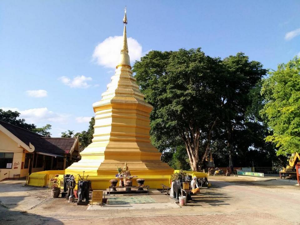 Đền Doi Chom Thong