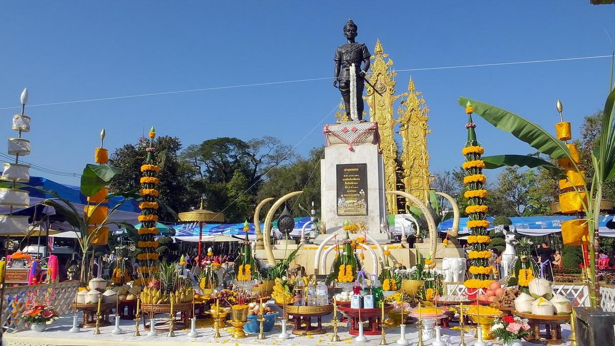 Đài tưởng niệm vua Mengrai