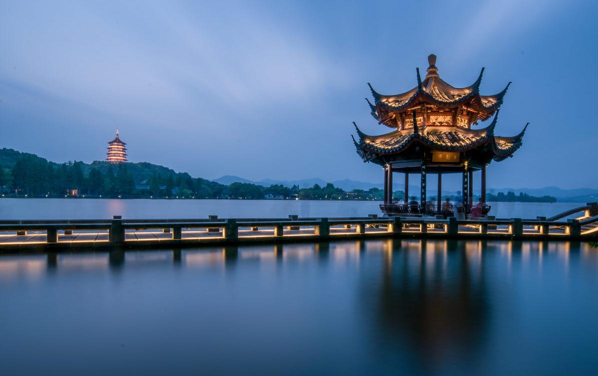 Tây Hồ là một thắng cảnh nổi tiếng tại Hàng Châu