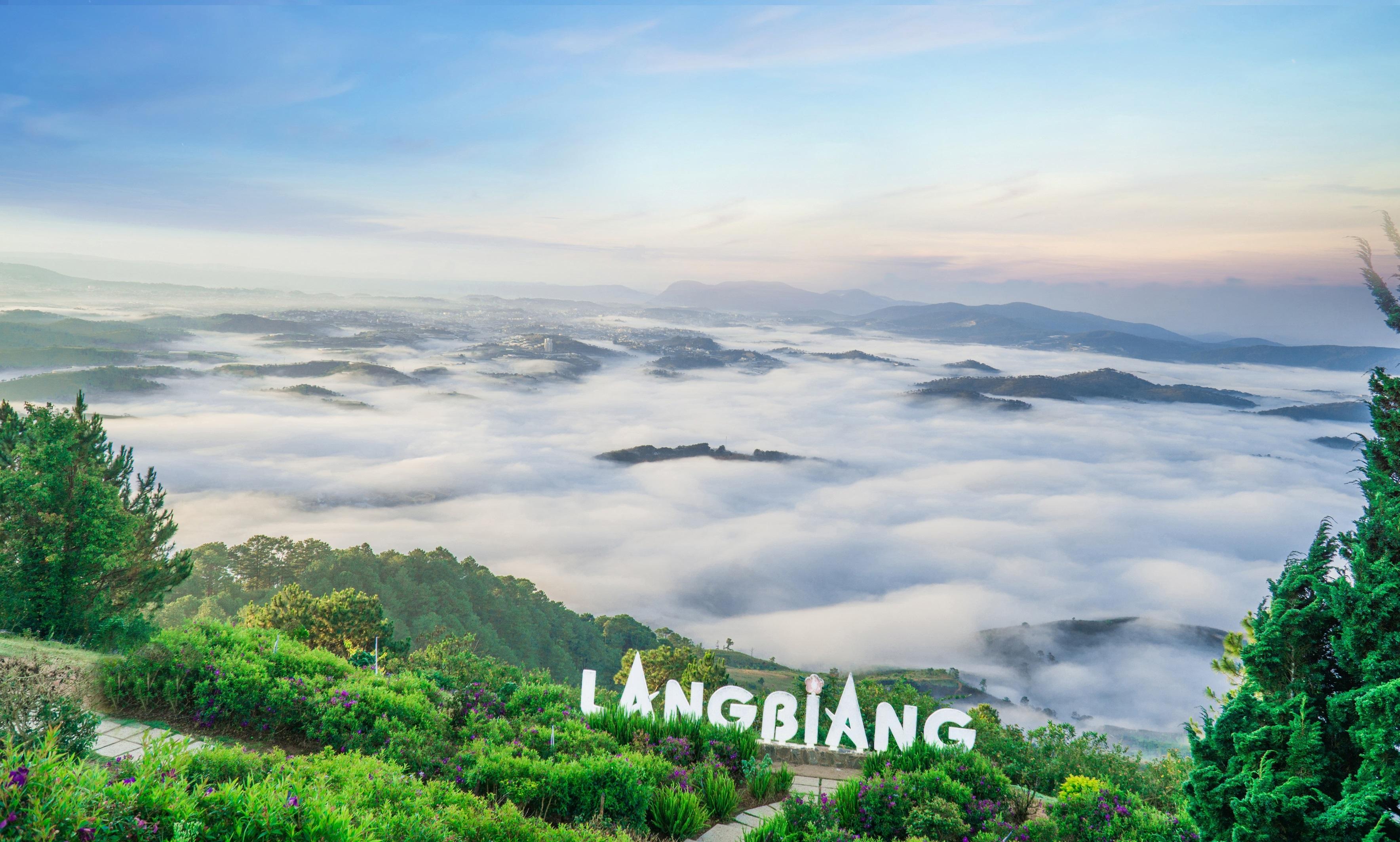 Langbiang là một món quà vô giá mà tạo hóa đã ban cho Đà Lạt. Ảnh: Dalatcity.