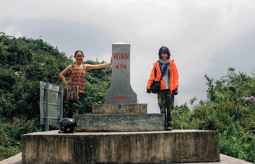 Cột mốc biên giới tại cửa khẩu Păm Sun