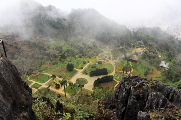 Đỉnh núi Hàm Rồng là điểm đến không nên bỏ qua khi du lịch Sapa mùa đông