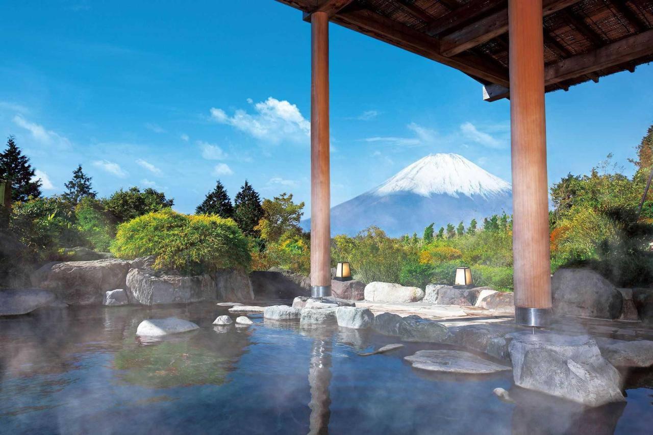 Tắm suối khoáng nóng tại Hakone là một trải nghiệm tuyệt vời