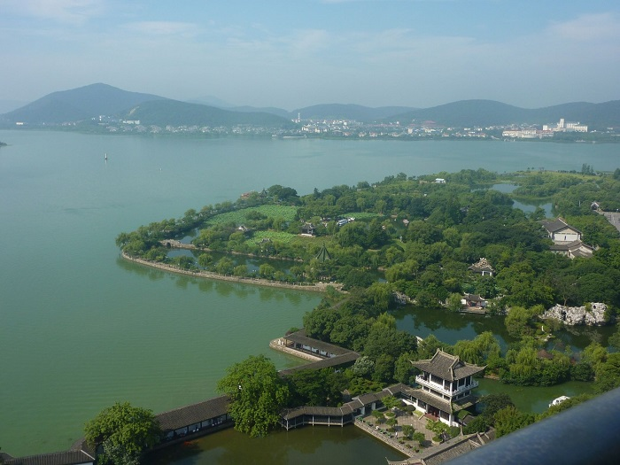 Thái Hồ là một thắng cảnh thiên nhiên nổi tiếng tại Vô Tích
