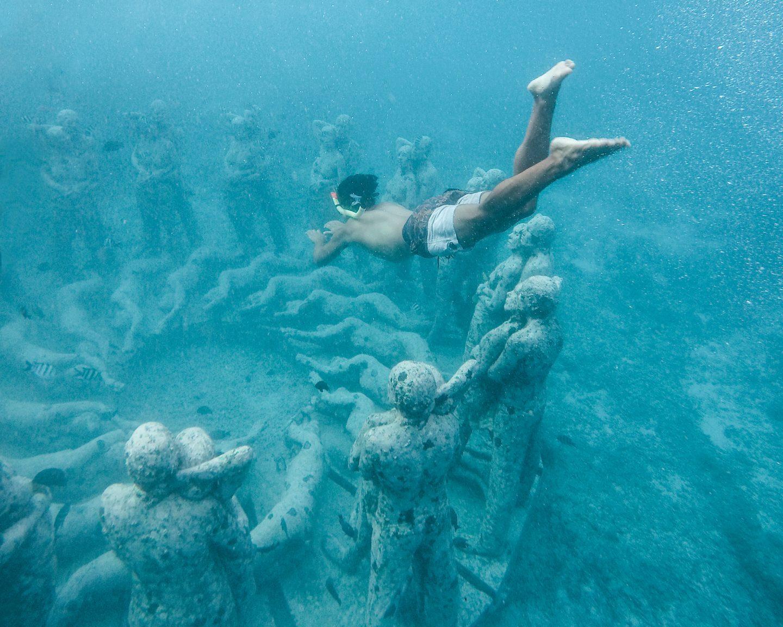 Lặn ngắm cổ vật tại đảo Gili Meno