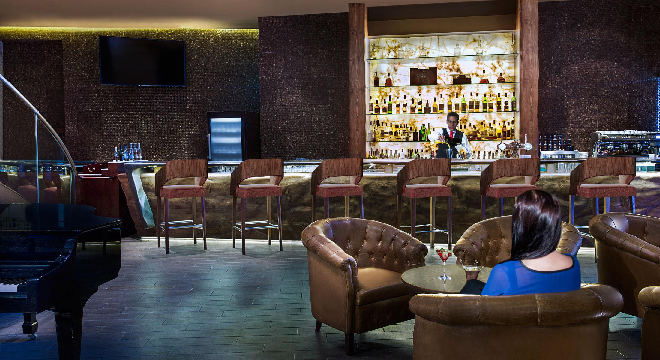 Nên hạn chế uống rượu bia tại Dubai