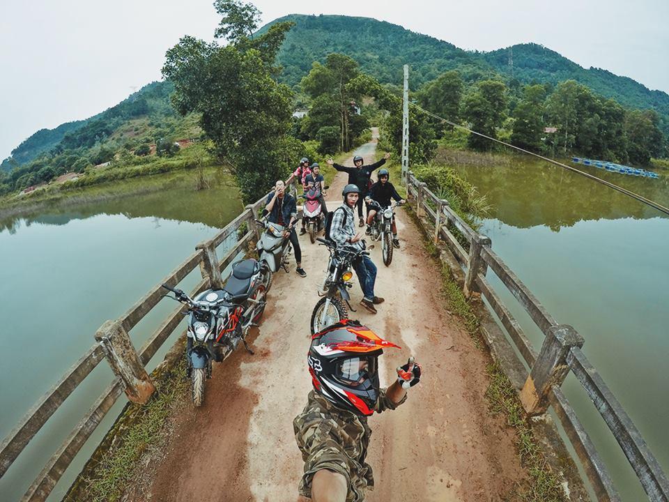 Phượt núi Hàm Lợn bằng xe máy là một trải nghiệm tuyệt vời