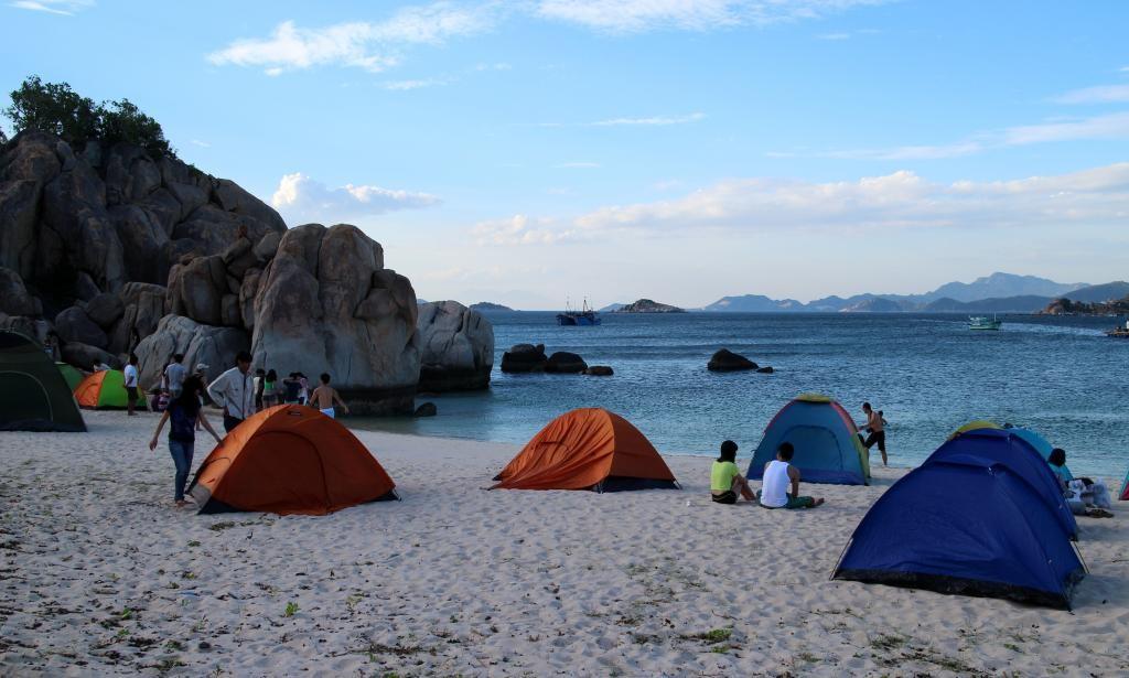 Nếu muốn cắm trại qua đêm bạn phải xin phép bộ đội biên phòng
