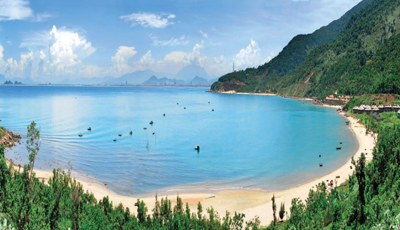 Immerse yourself in the pristine scenery at Golden Sand Beach - Da Nang